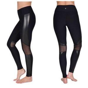 90° degree black liquid leggings size XS mesh